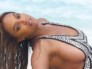 Photos of tyra banks breasts - Tyra banks: sports illustrated swimsuit 2019
