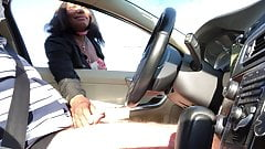 Atrapado mientras se masturba en el auto