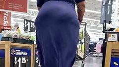 Super gruby duży tyłek dojrzały w obcisłej sukience w skórze w vpl