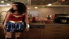 Martina Hill zeigt als Wonder Woman ihre geilen Titten