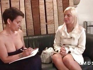 Cougar women porno - Casting porno d une jolie blonde dans la maison du sexe