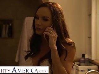 Huband strtches wifes pussy - Naughty america - diamond foxxx fucks hubands bully