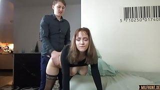 Junges paar hat heftigen Sex..