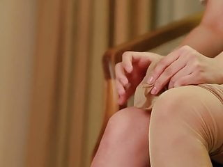 Putting pantyhose on video - Japanese cuttie put on pantyhose