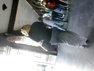 Redhead largo fl - Nalgona flaca en vestido largo