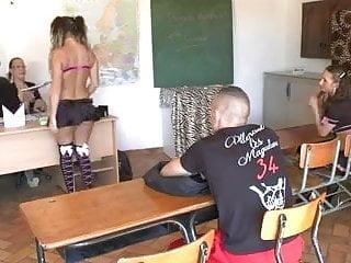 Anal class Partouze en salle de classe