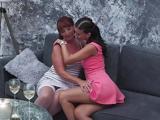 Mature mom licks pussy Hot mature mom gets ass and pussy licking
