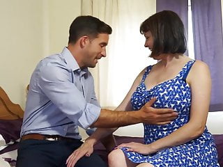 Fre natural matures Mature busty natural mom fucks strong boy