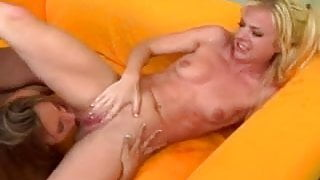 Threesome and Squirting 1