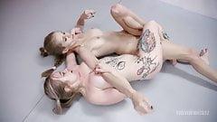 Ostre lesbijskie zapasy, bogini Kyaa Chimera kontra Kaiia Eve