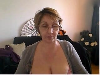 Free download & watch mature woman showing nice body and big tits         porn movies