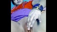 Desi Bengali Boudi masterbate on video call