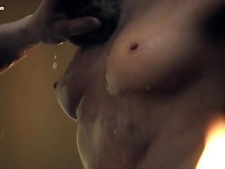 Anna Hutchison  nackt