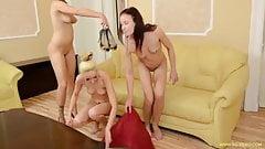 3 Girls Pee Game