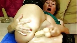 Webcam mature masturbates pussy and ass intensively