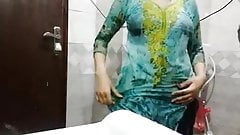 Indian girl does camshow in the bathroom