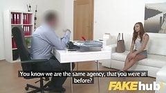 Фейковый агент, застенчивую европейку соблазнили на кастинге на диване в любительском видео