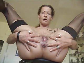 Pee masturbate Mature babe masturbating while peeing