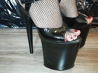 Pantyhose extreme - Lady l crush skate with sexy black 20 cm extreme high heels.