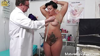 Old pussy of horny chubby MILF Aisha Bahadur gets examined