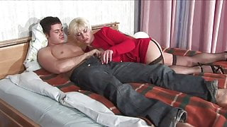 Russian mommy Viktoria from blowjob to anal for young Lover