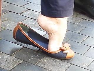 Milf flat video pov - Candid dangle flats shoeplay - sexy