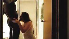 Большой черный член трахает белую жену