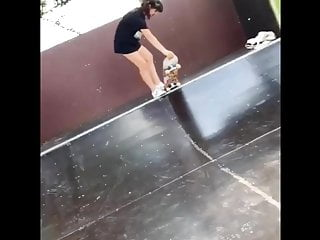 Underpants tgp - Skate girl showing underpants