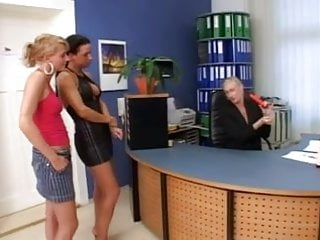 Large penis fellatio techniques - Blonde mature teaches fellatio to her students