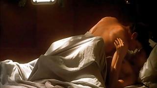 Ashley Judd shows off tits