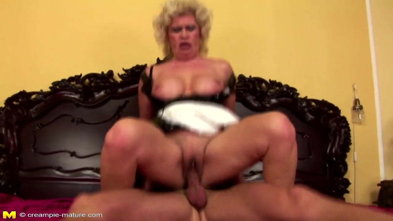 Hot Blonde Babe Gets Creampied