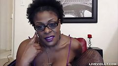 Black MILF Rubs One Out
