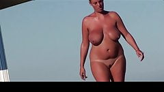 Estrangeiro - Hidden Cam, lady in the beach big tits and ass