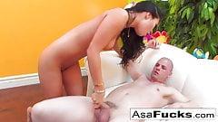 Asa получает огромную порцию спермы на ее задницу