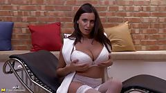 Gorgeous mother real sex bomb mom of all moms