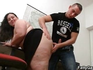 Difernt spred pussys Fat beauty spreds her legs at working place