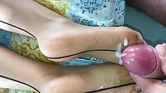 Slomo cumshot on GF feet in seamed pantyhose nylon soles