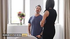 Sexy Babe Kylie Le Beau Deepthroats Hard Cock And Gets Pussy Fucked