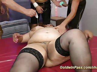 Plumper doing anal - Plumper bbw babes first anal dildo