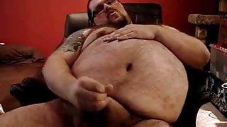 Big Chubby Bear Cums.
