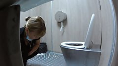 deep throat She uses the toilet for a long time handjob