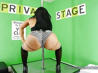 Videos of white strippers - Thick ass stripper bella shakes that ass