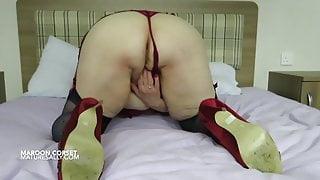 British mature lady masturbating for her followers