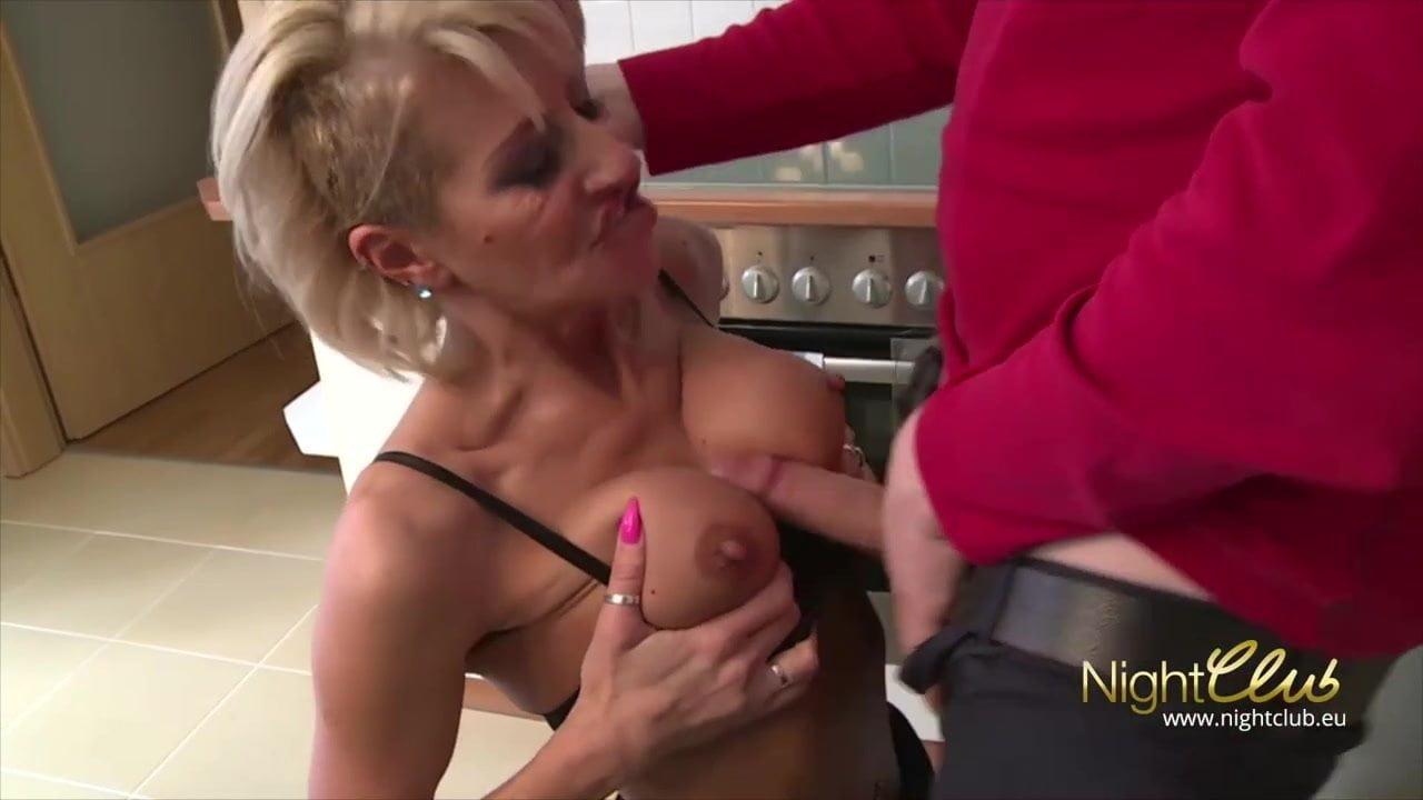 gepiercte pussy anal