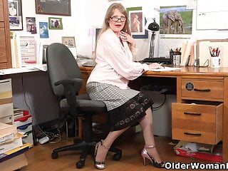 Naked mom lilly Usa milf lilli takes a masturbation break at the office