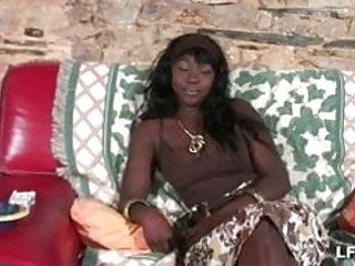 Seins tgp - Belle black aux gros seins sodomisee profondement