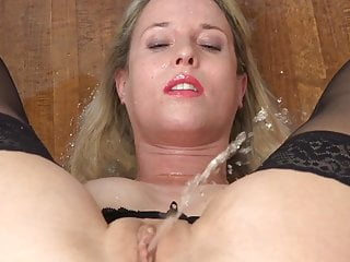 Free female peeing videos Women Peeing Porn Videos Xhamster