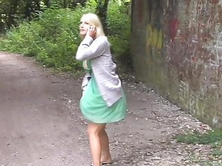 Pissing while eating pussy Super hot blonde pissing while on phone