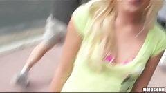 Сексуальная блондинка трахает своего бывшего бойфренда в любительском видео