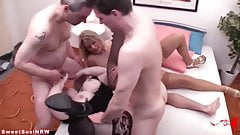 Sweetsusinrw: Extremely cool foursome fuck